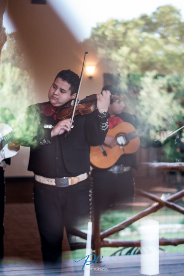 One of my favorite things about Texas weddings? Mariachi bands!