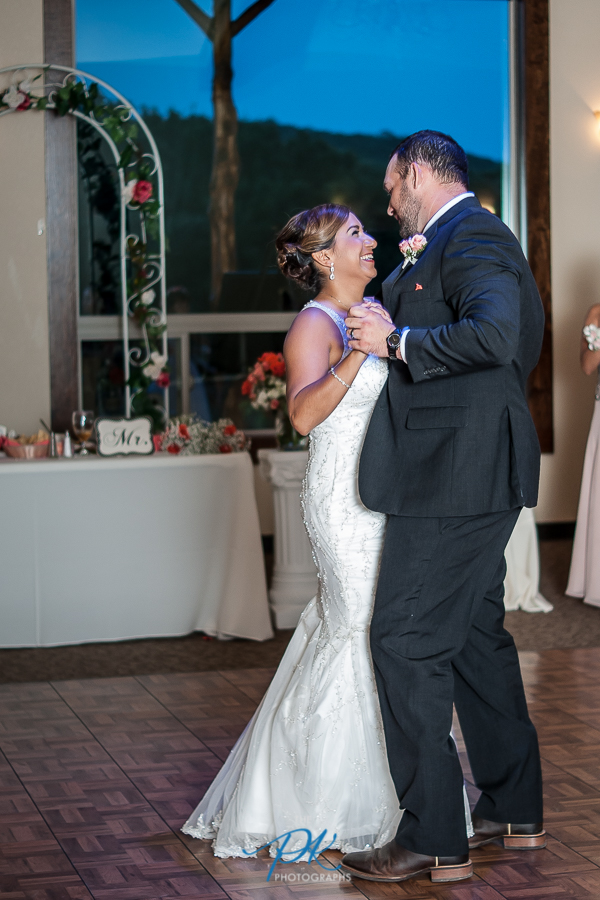 How beautiful are this bride and groom!