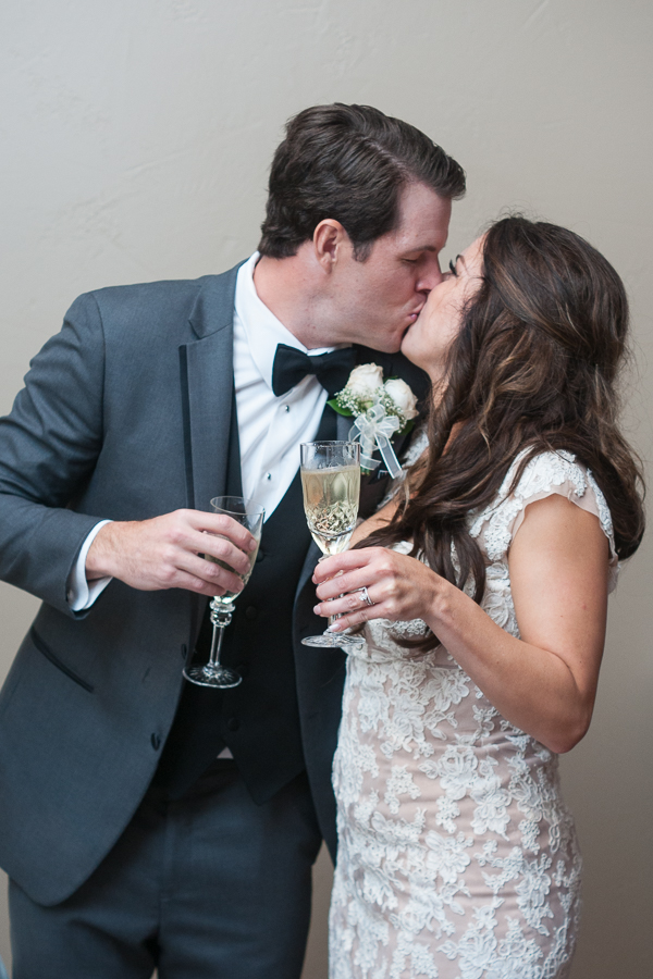 Wedding Toast at the Lodge at Country Inn Cottages | San Antonio Wedding Photographer