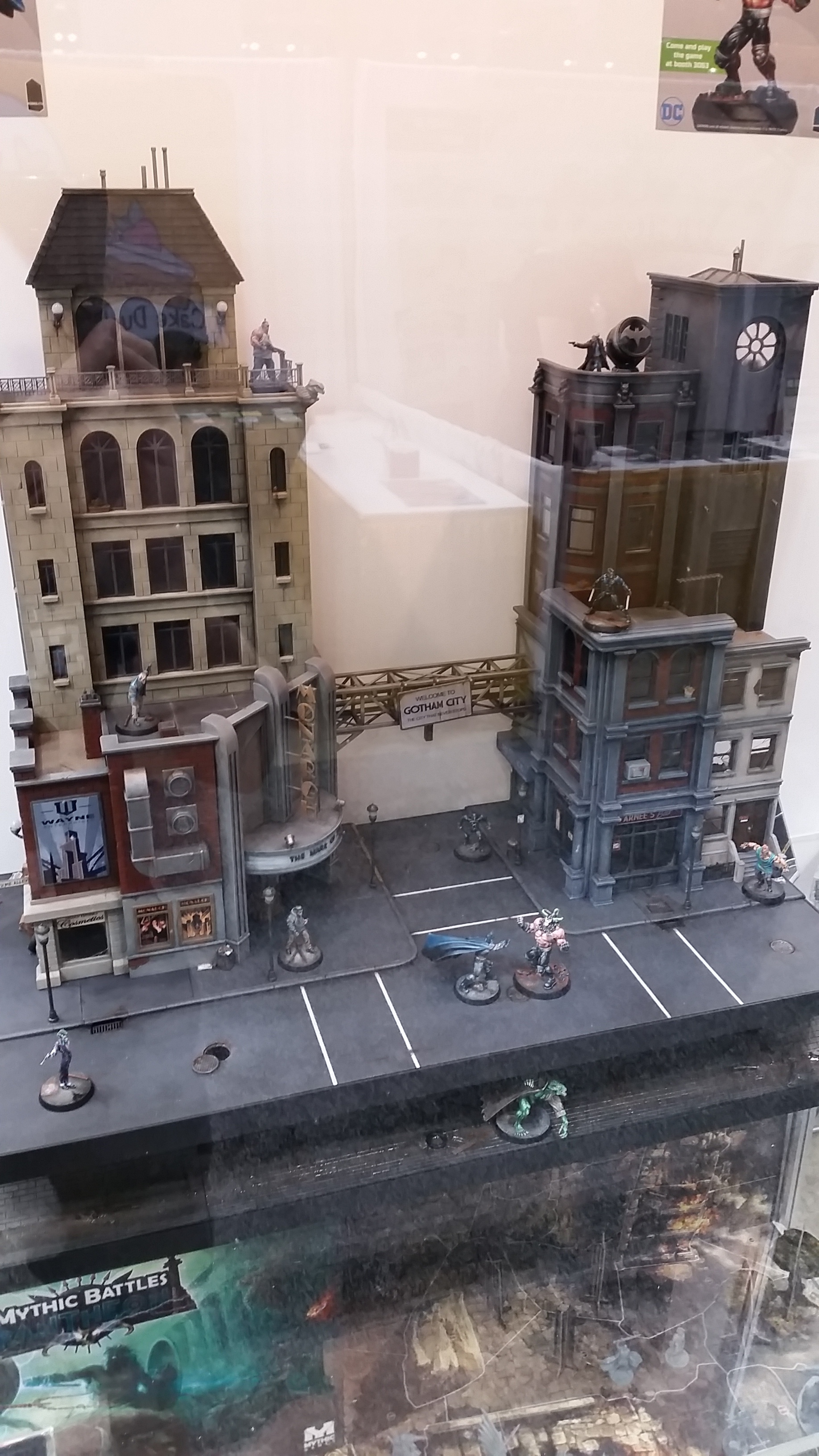 Knight Models — DC Universe Display