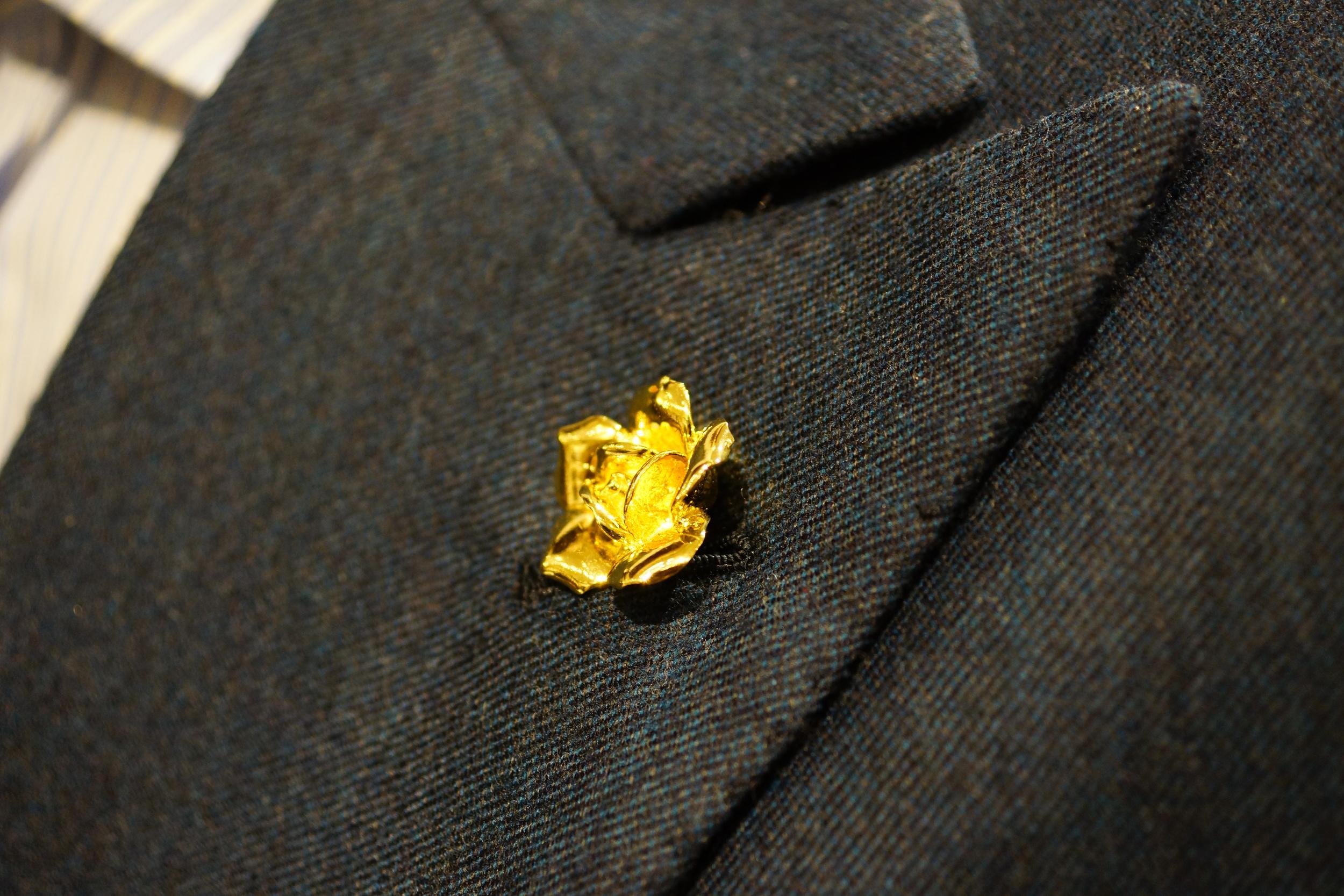 Gold rose By Elias pin