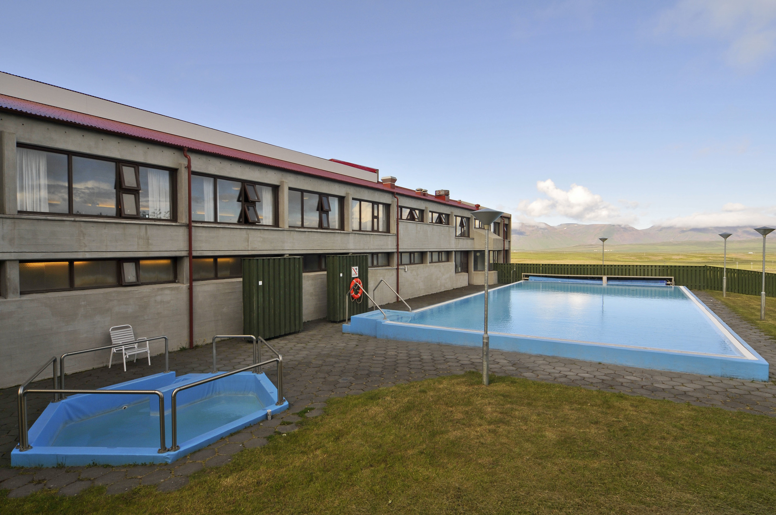 The heated swimming pool and hot tub are available in summer.