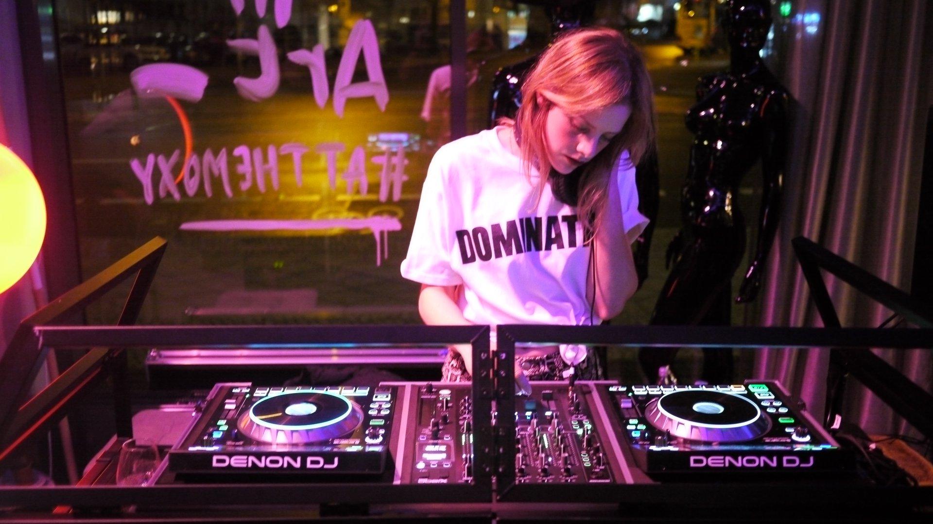 DJ set:  ANIKA