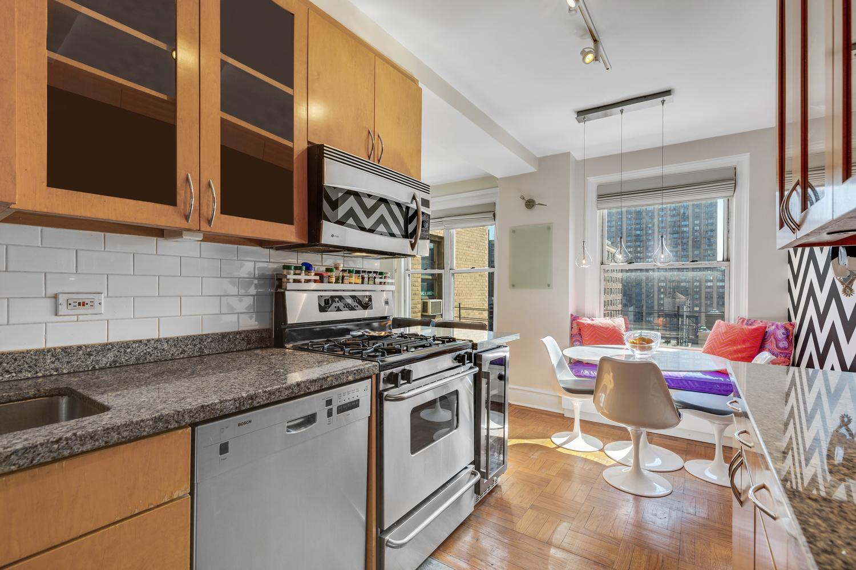 Kitchen_Edited_Window.jpg