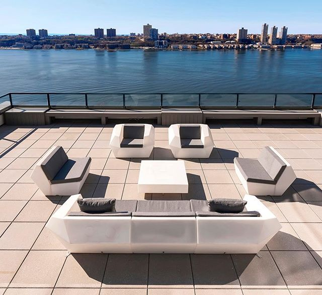 Who wants to join us for a cocktail on this magnificent 3850 sf terrace overlooking the Hudson? #nyc #luxurylifestyle #designerhome #nycrealestate #luxuryliving #hudsonriver #terrace #youcansitwithus For more information: www.themagnaniteam.com