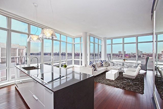 NEW LISTING! 3 bed/ 3.5 baths with 11 ft. Ceilings and Breathtaking Hudson River Views! DM me for details! #luxurylifestyle #nyc #nycapartments #hudsonriver #nyrealestate #newyorkrealestate #nycrealestate