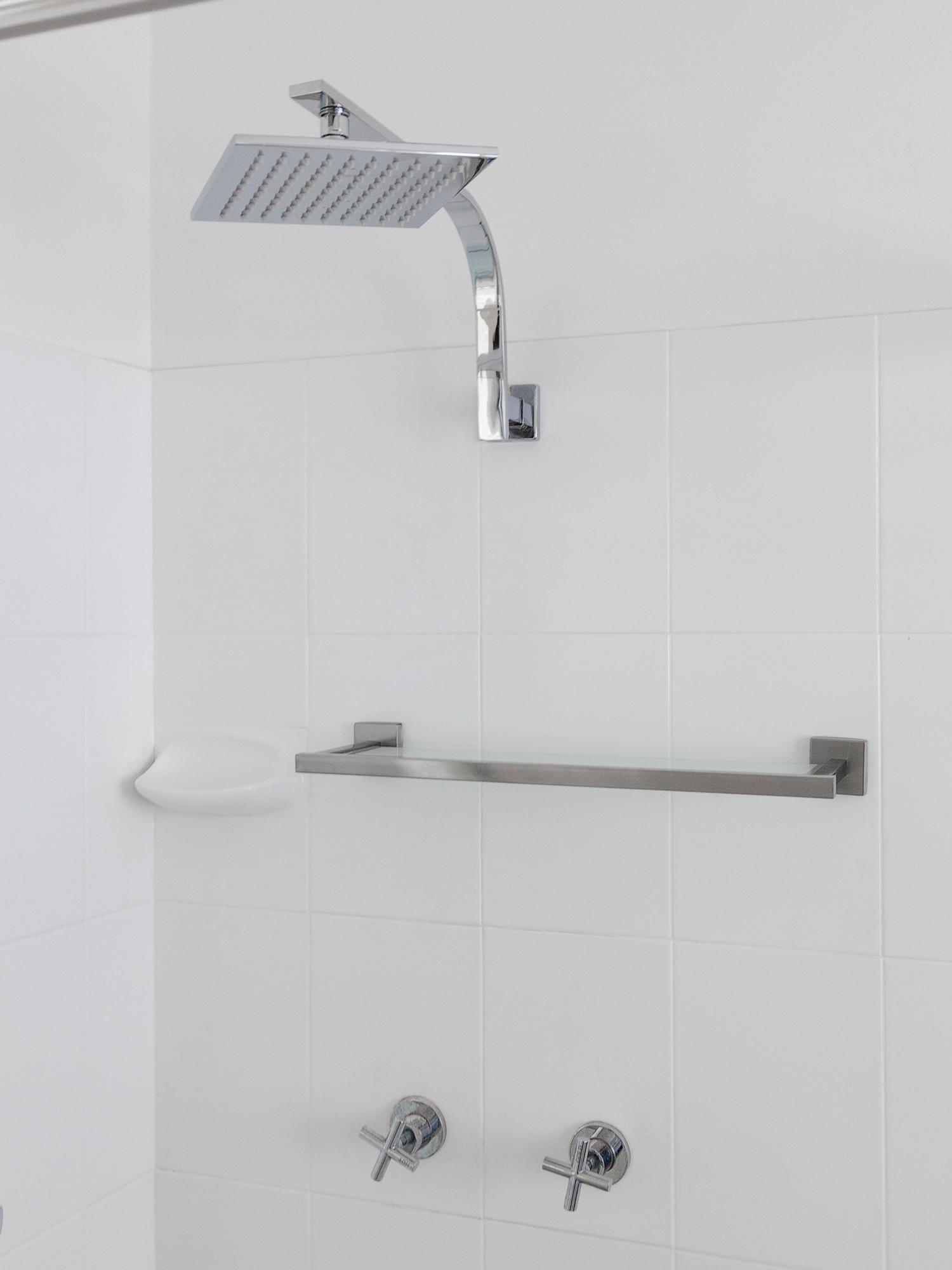 DIY-bathroom-shelf-2-2000x1500.jpg