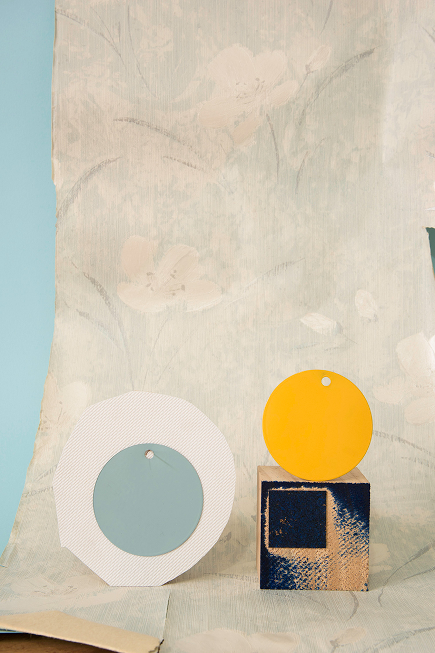 Hardbody Sculpture XI (Wallpaper, blue stamp, blue and white discs and yellow disc)