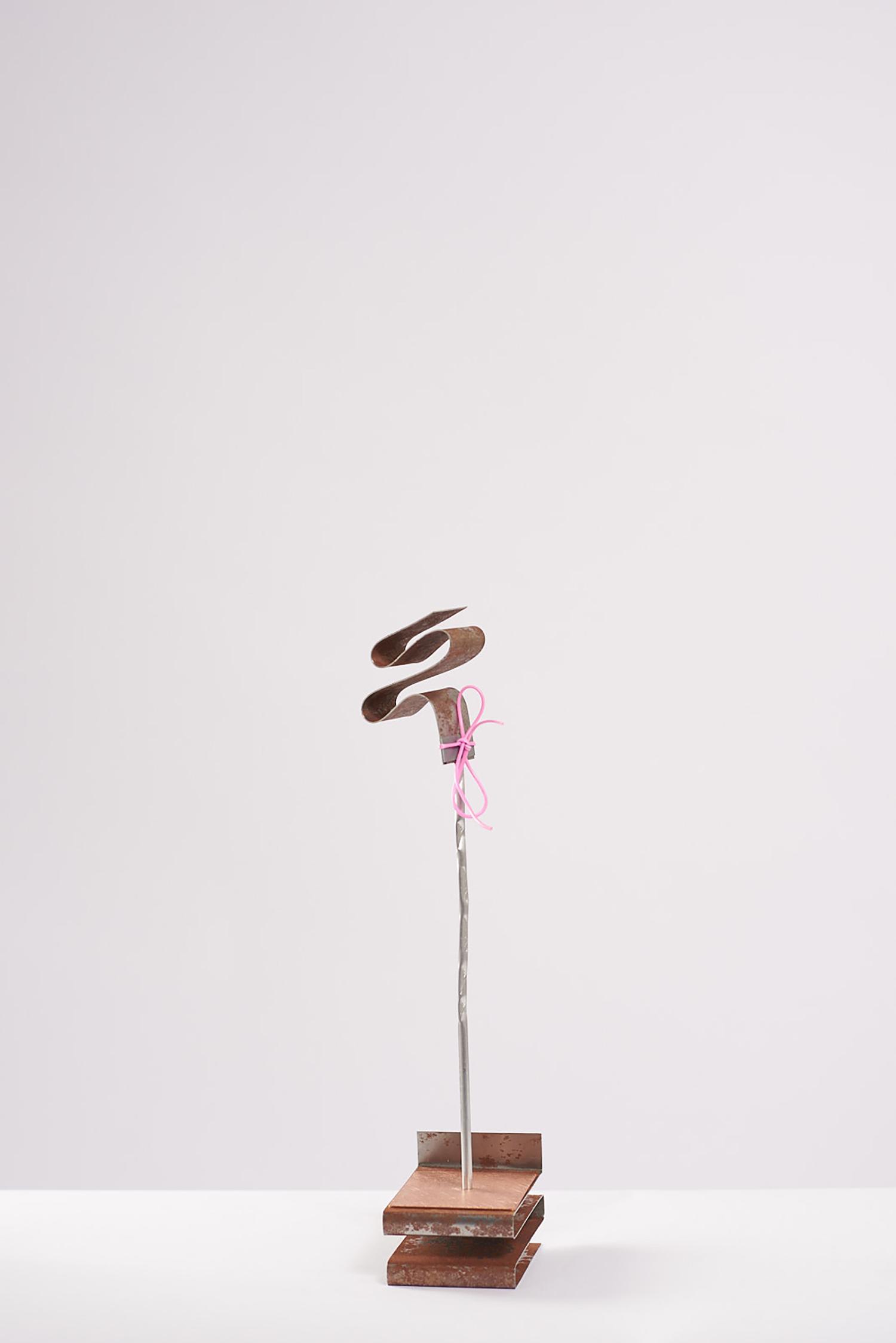 Steel waveform with pink tie