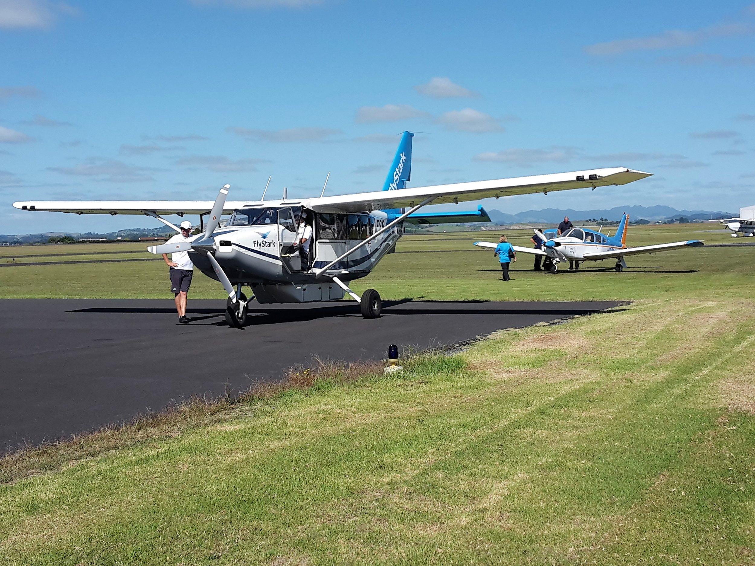 Airvan with Arrow.jpg
