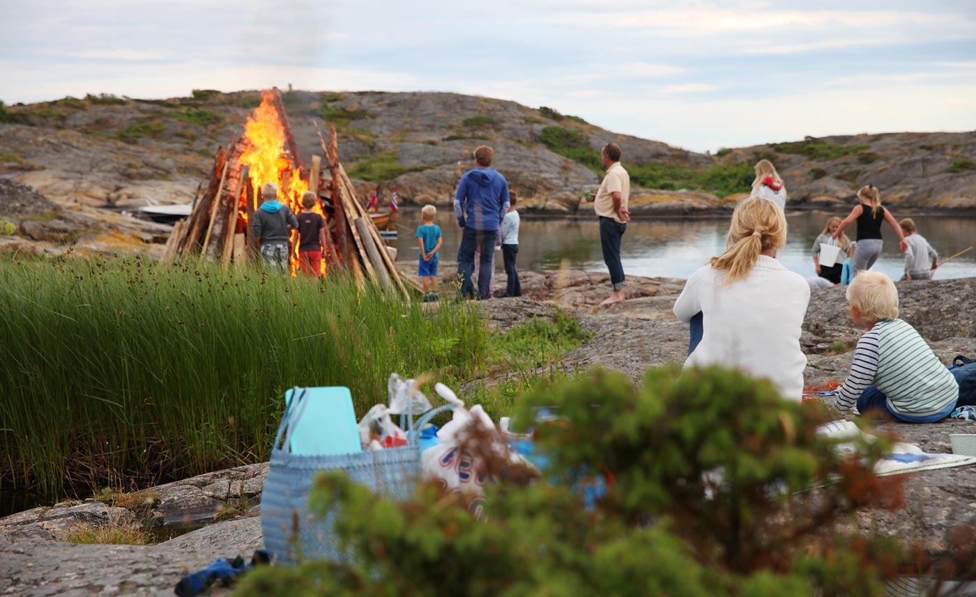 Sankthansfeiring på Flatskjæra utenfor Lyngør. Foto: Ida Monrad Haugen.