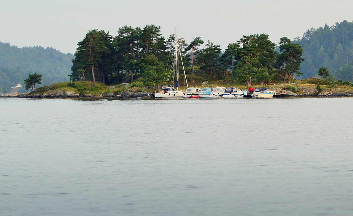 Idyll ved Furøyholmen i Tvedestrandsfjorden. Foto: Atle Goutbeek.