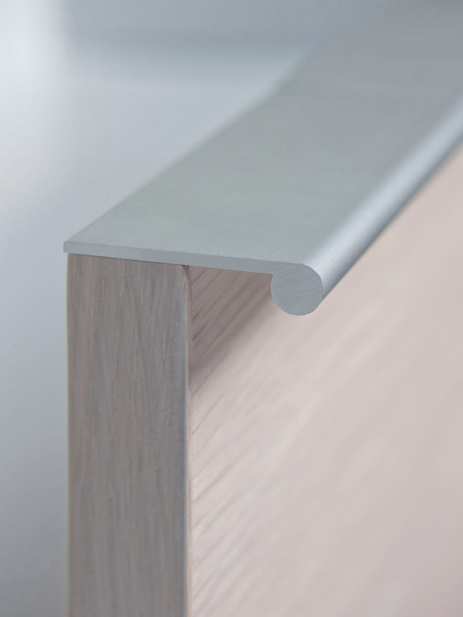 HB 382 : Continuous Drawer Pulls