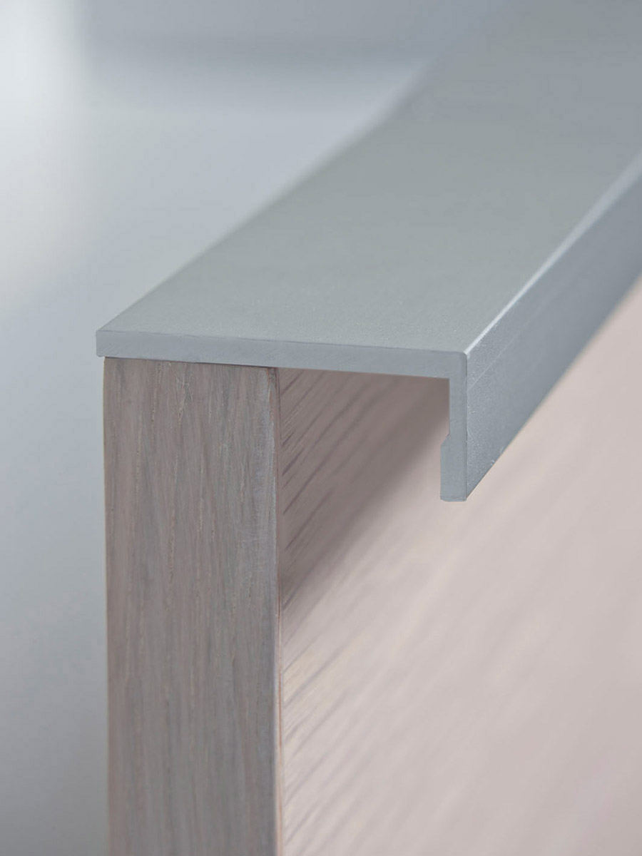 HB 387 : Continuous Drawer Pull