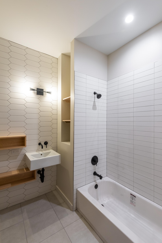 1426 Main bath 1.jpg