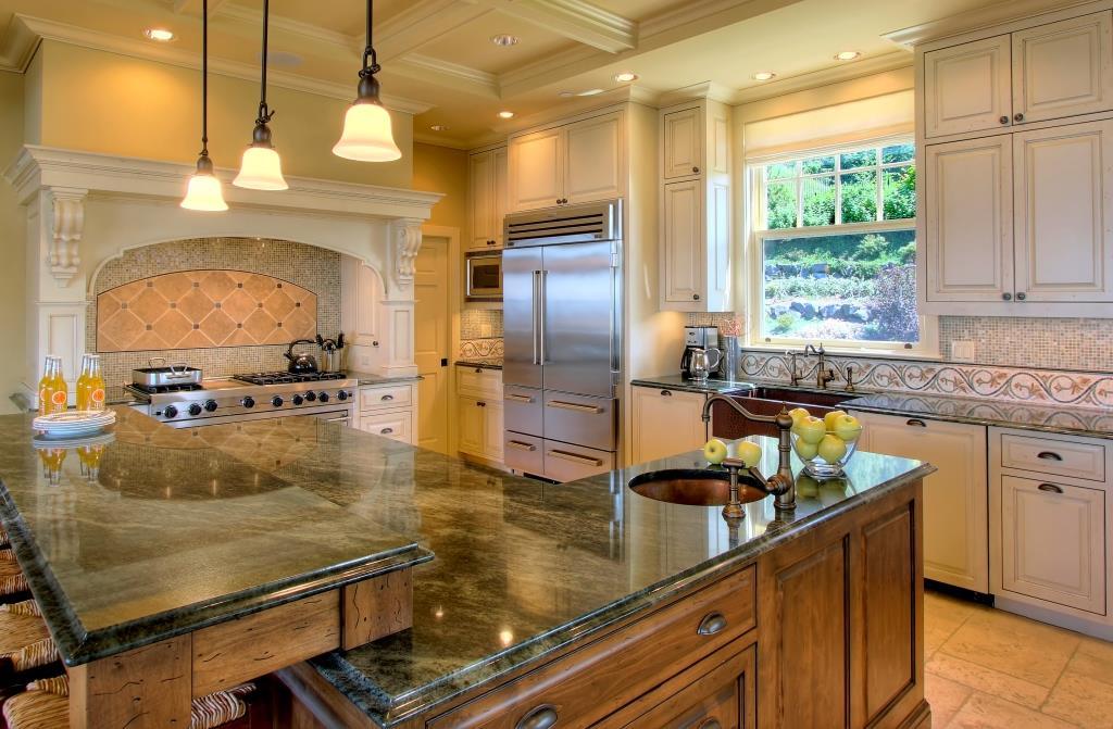 kitchen2 crop.jpg