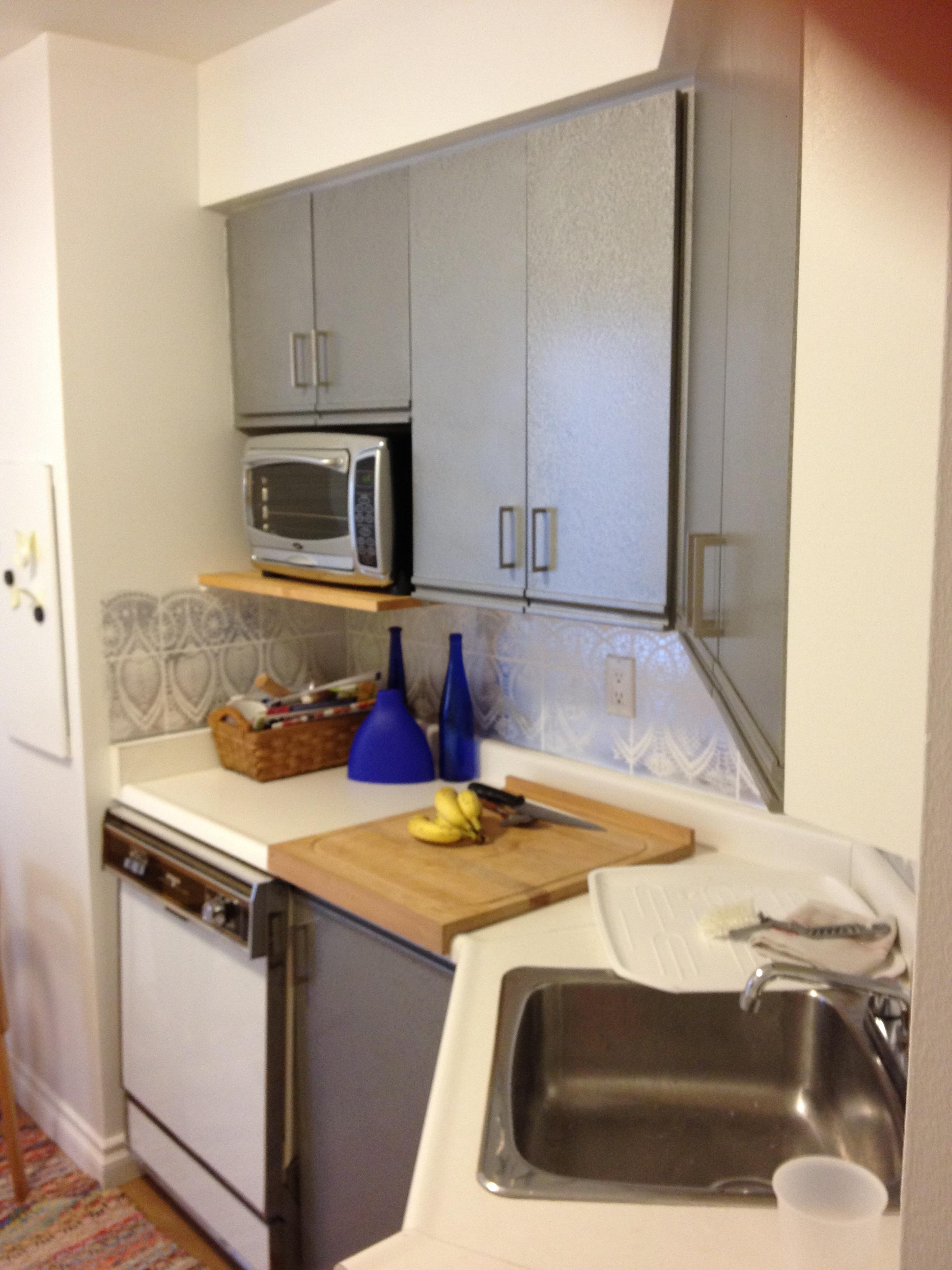 condo kitchen before 3.JPG