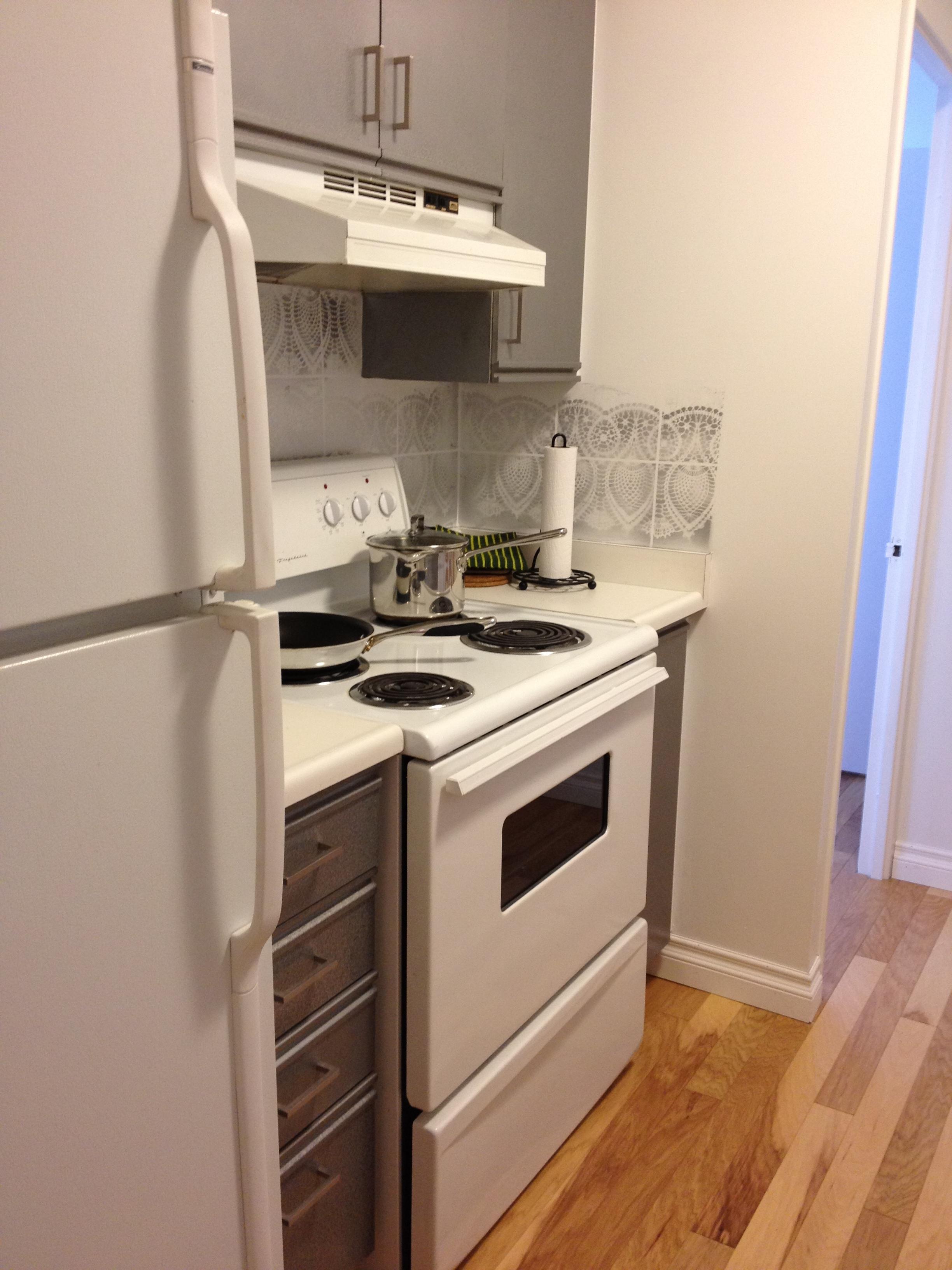 condo kitchen before 2.JPG