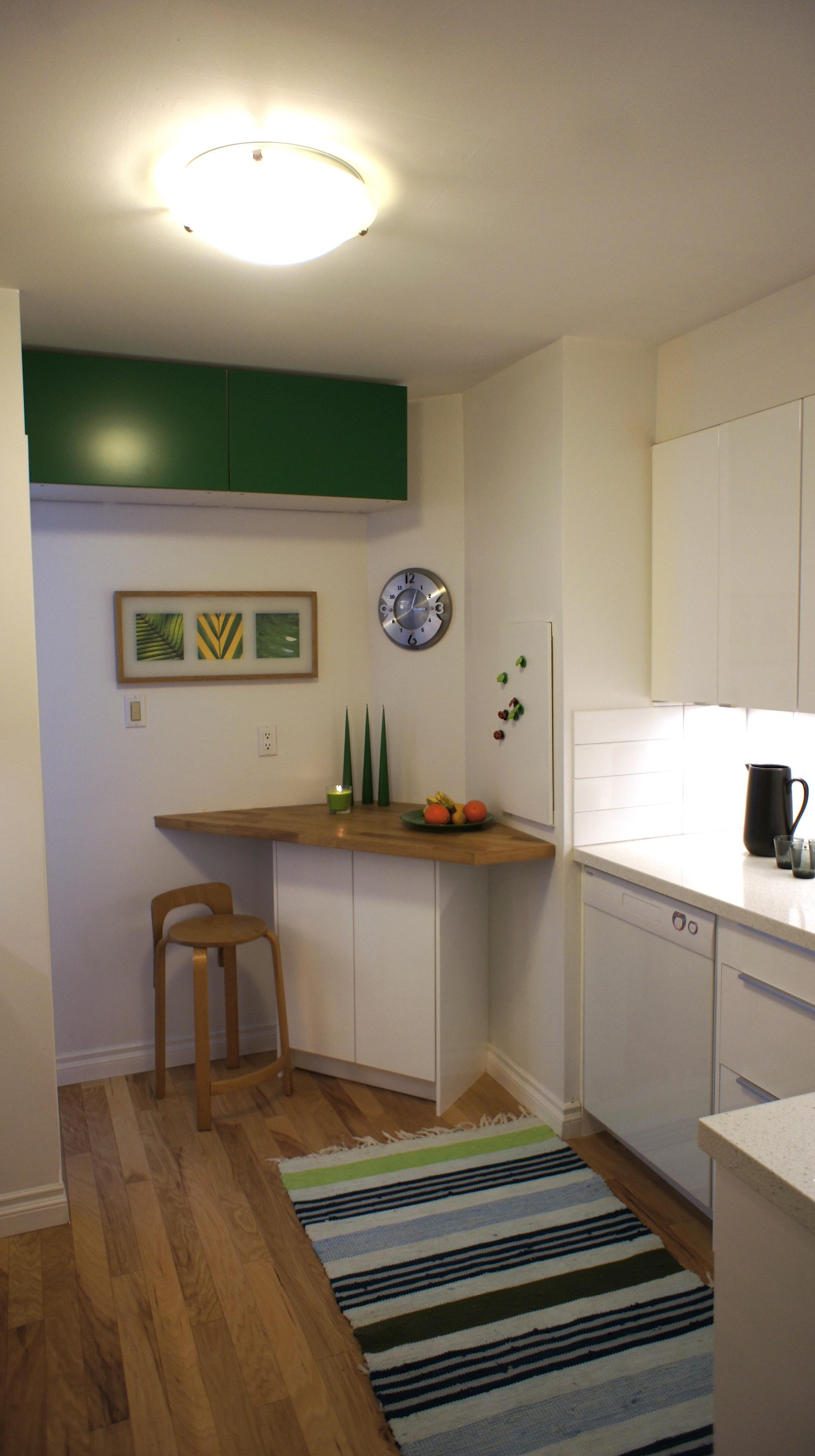 condo kitchen wine bar.jpg