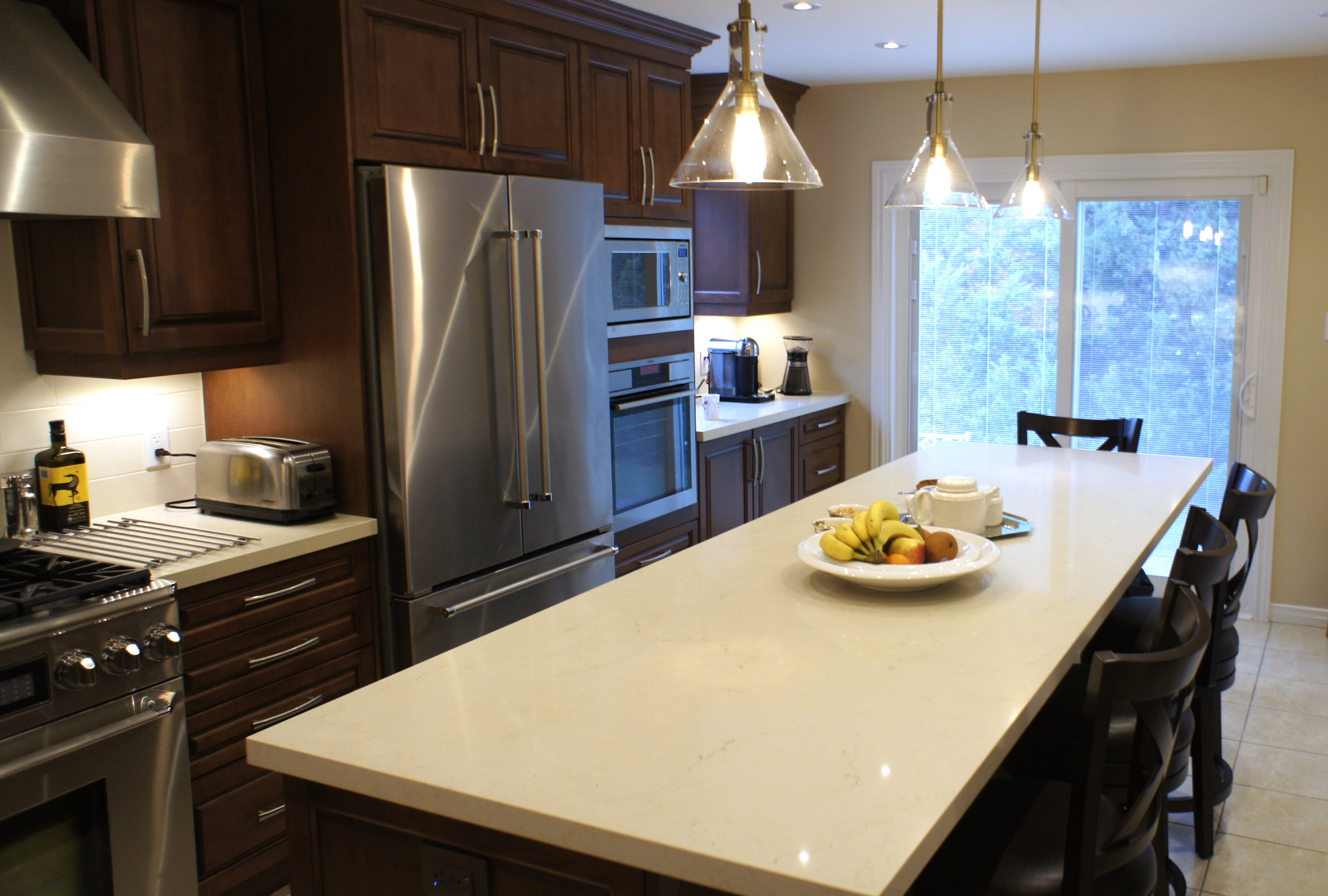 Spacious traditional kitchen island - Copy.jpg