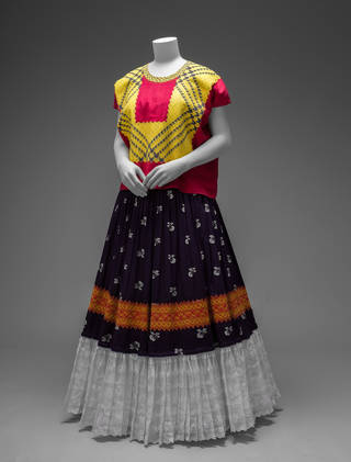 Cotton huipil with machine-embroidered chain stitch; printed cotton skirt with embroidery and holán (ruffle). Museo Frida Kahlo. Diego Rivera and Frida Kahlo Archives, Banco de México, Fiduciary of the Trust of the Diego Rivera and Frida Kahlo Museums