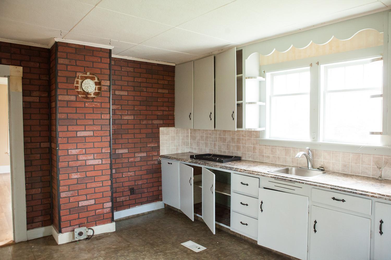 kitchen before (2)
