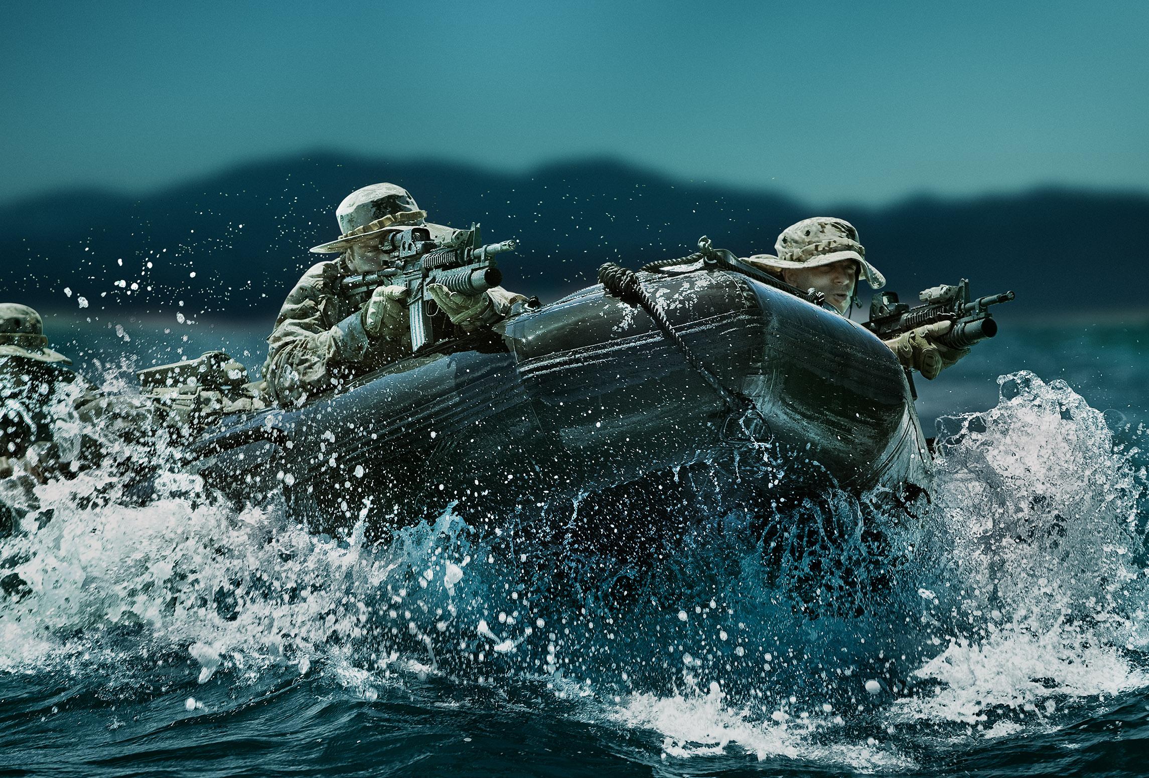 AK_110315_LH_SEAL_ZODIAC_035_V3_CRP.jpg