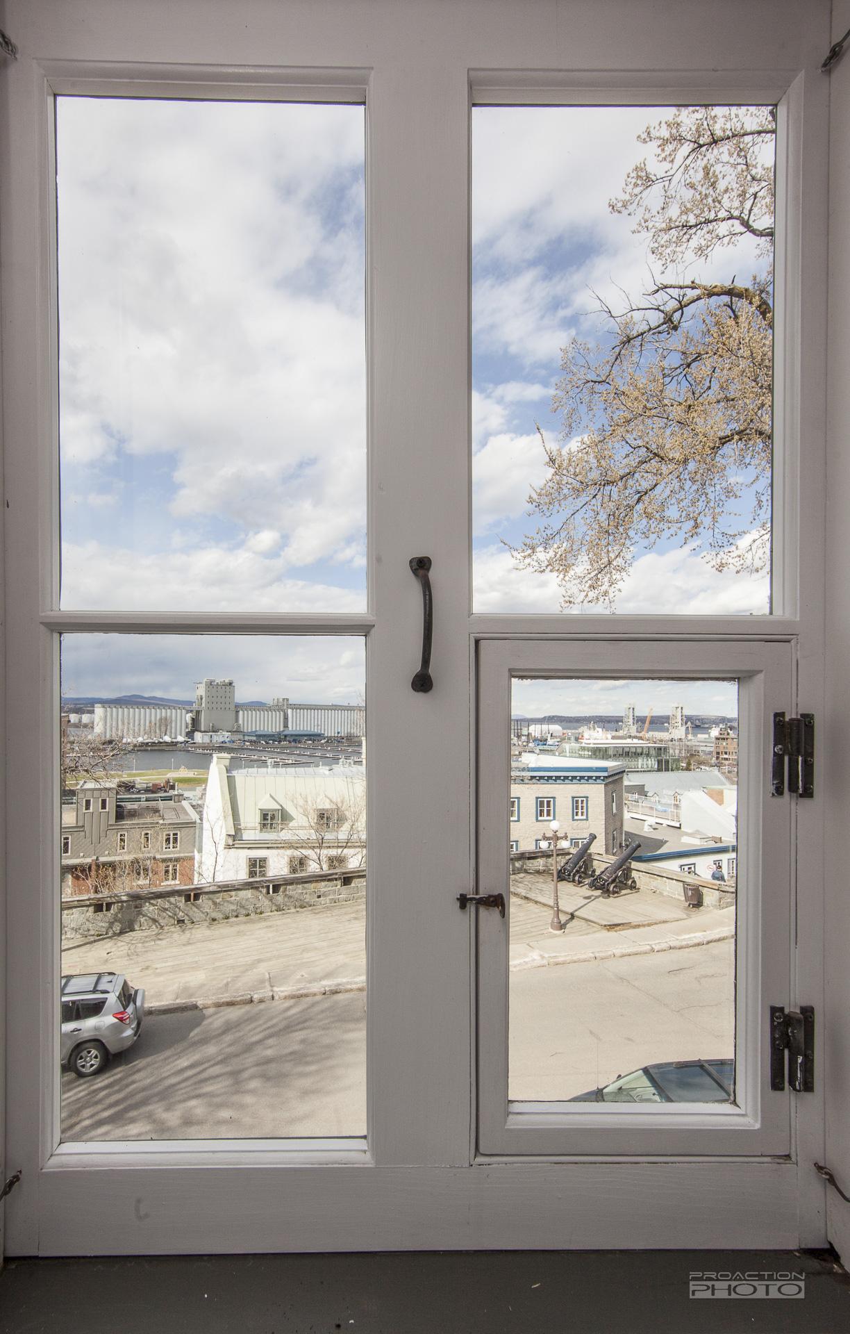 47-des-remparts-vieux-quebec-fenetre
