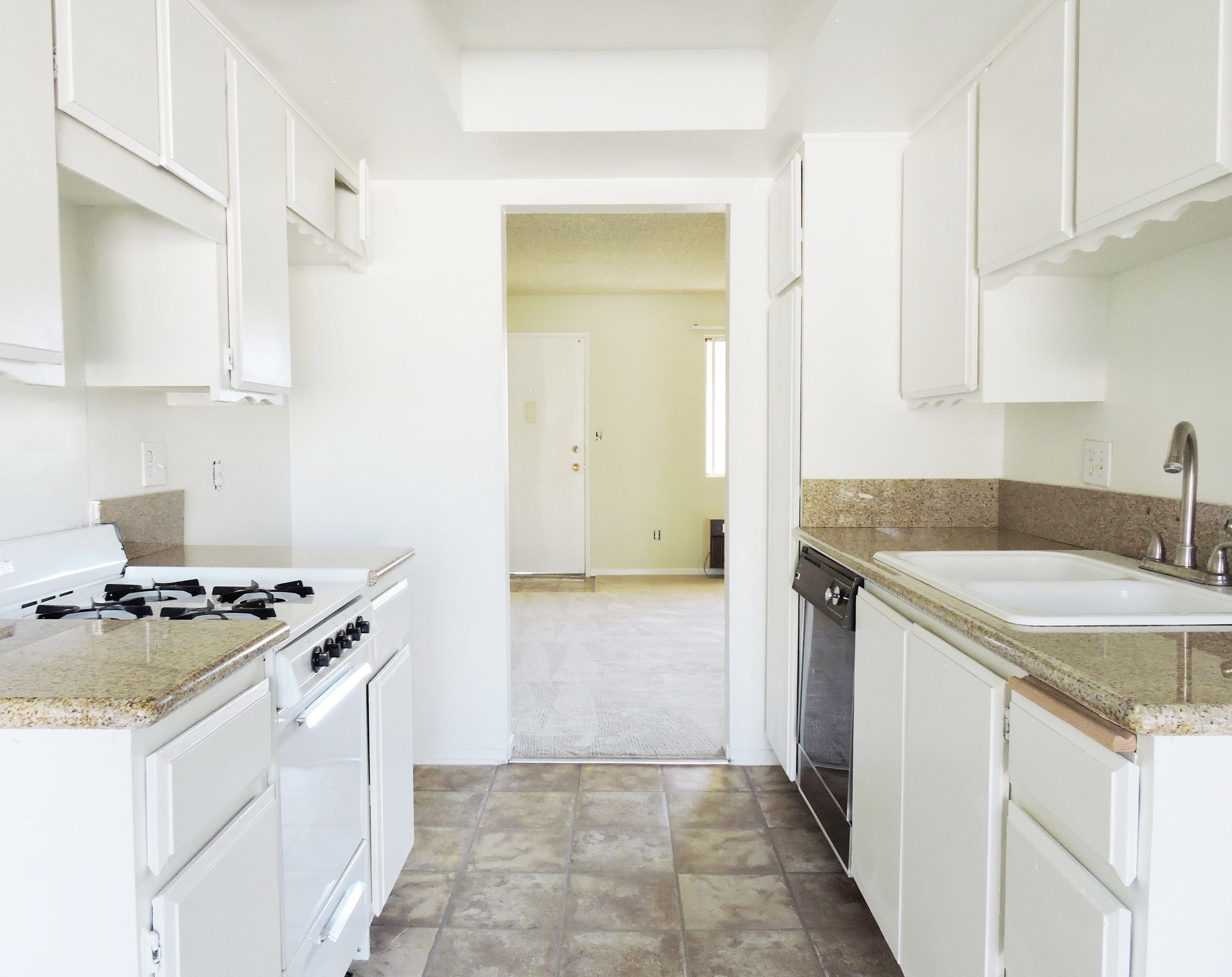 231 kitchen.jpg