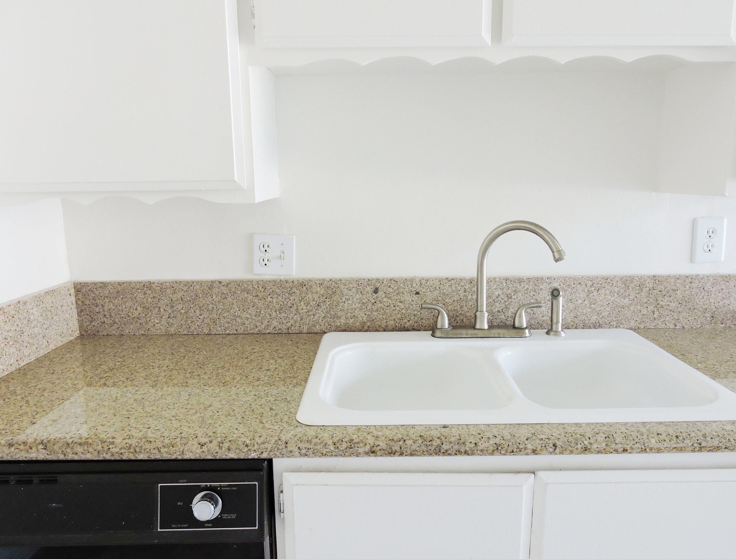 231 kitchen sink.jpg