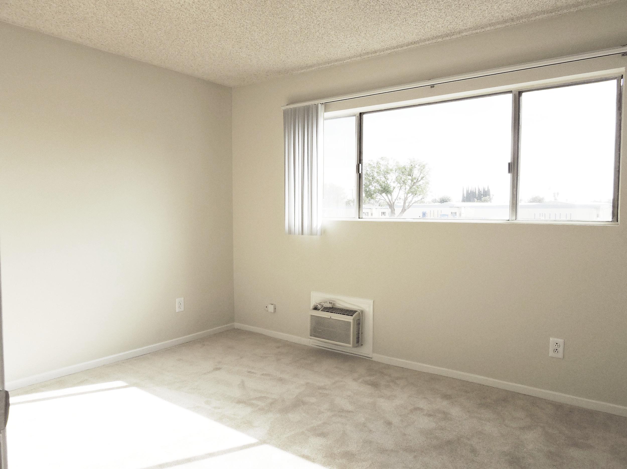 233 2nd bedroom2.jpg