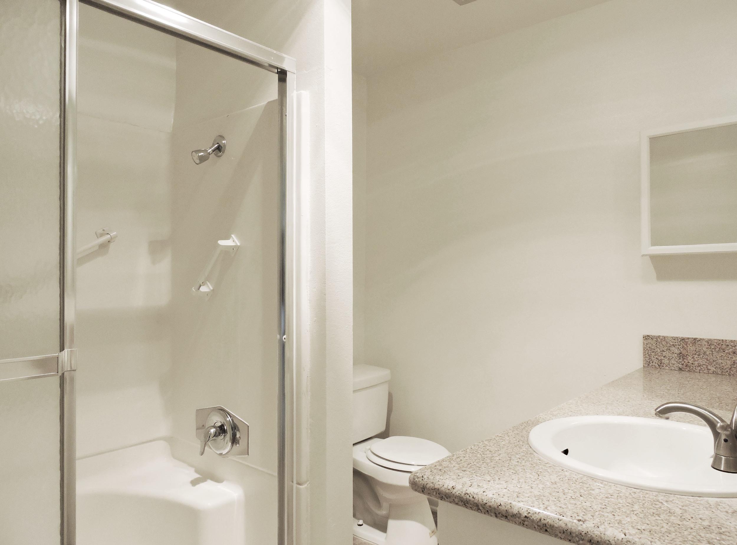 233 bathroom2.jpg