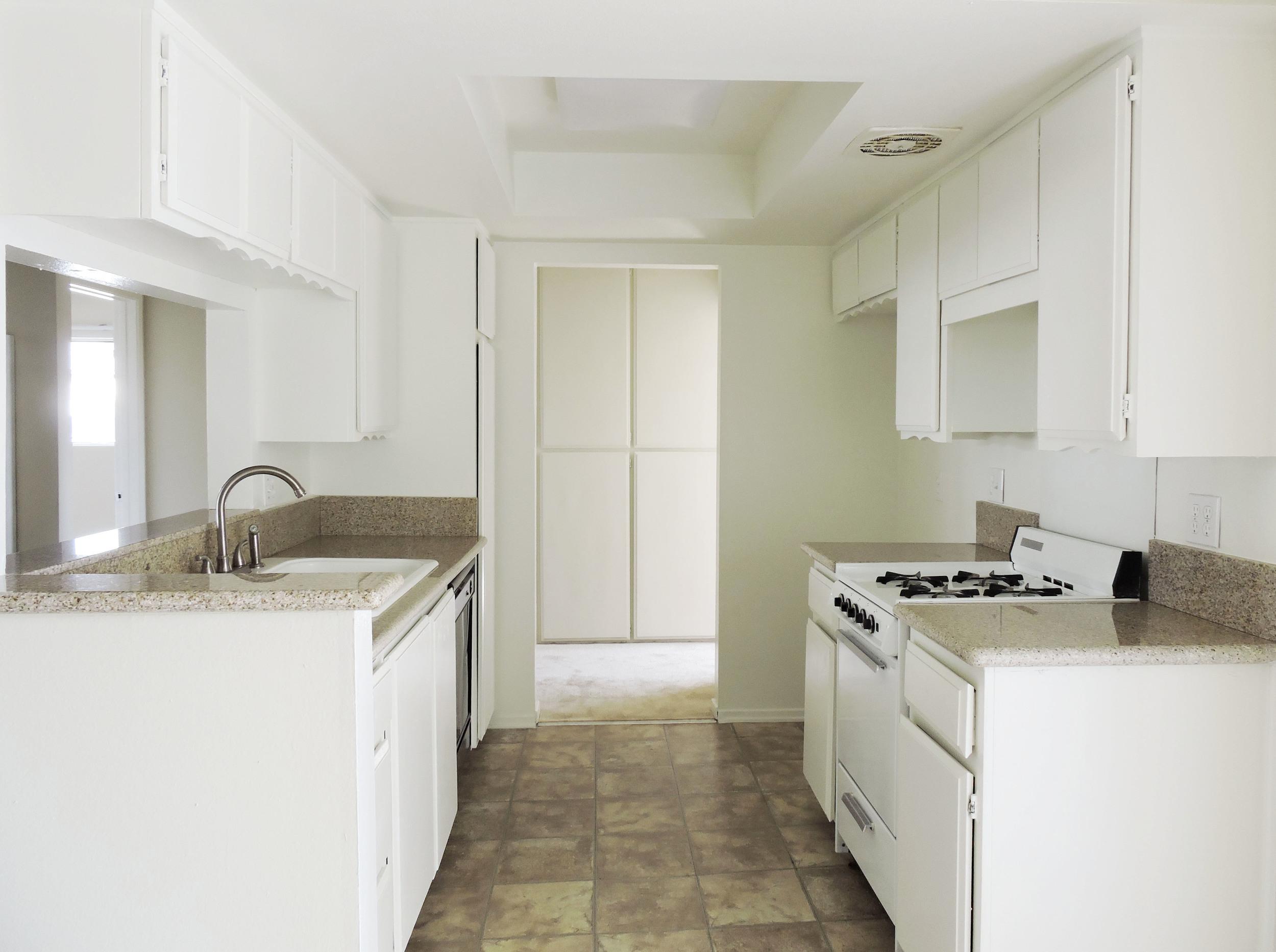 233 kitchen.jpg