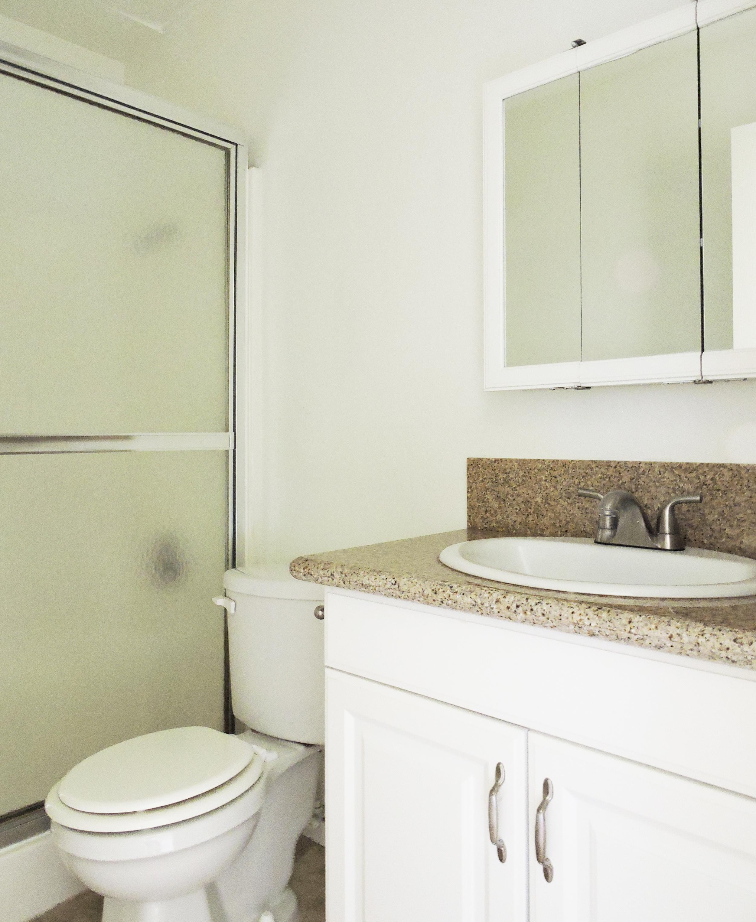 daisy bathroom.jpg
