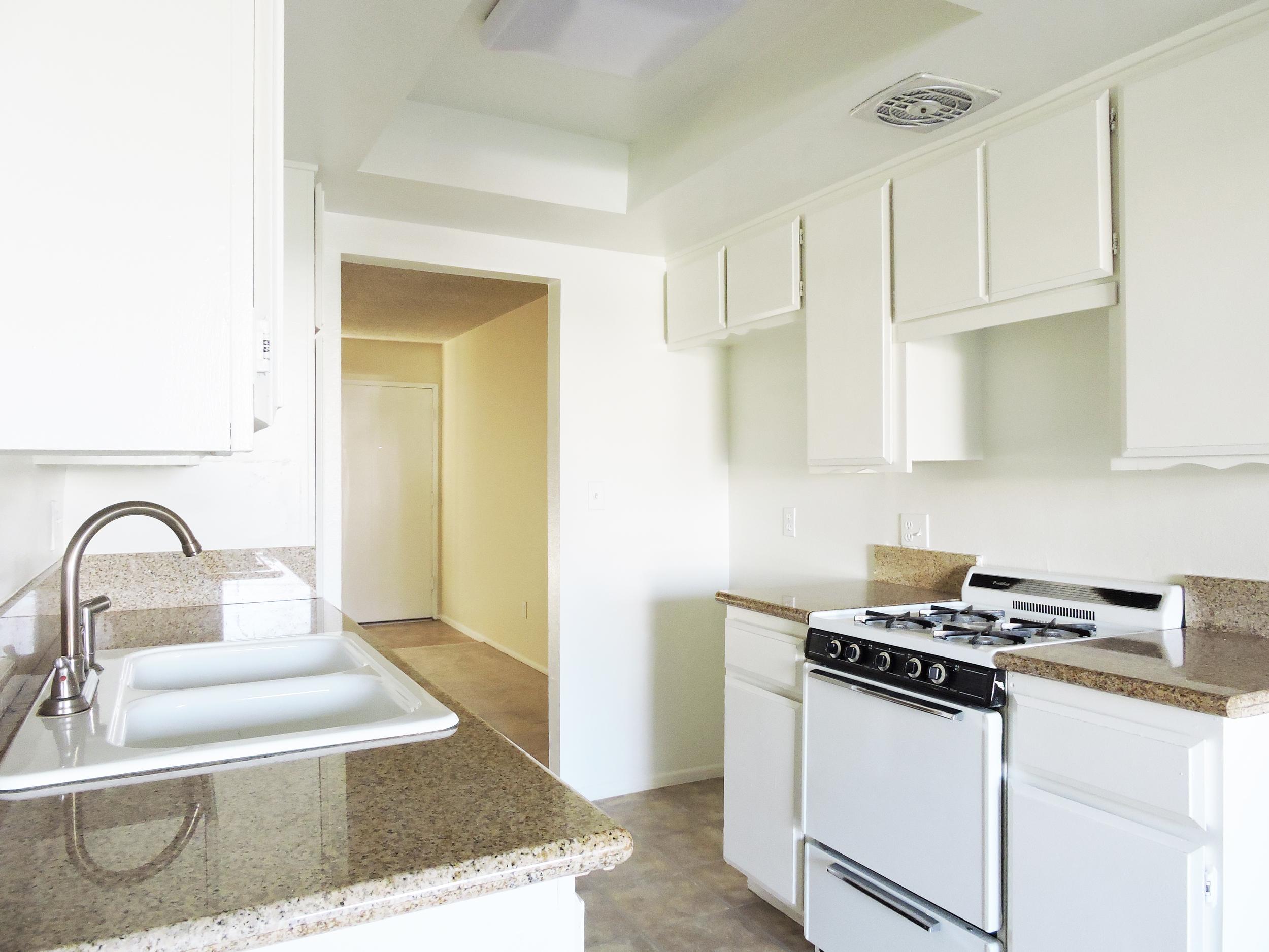 daisy kitchen4.jpg