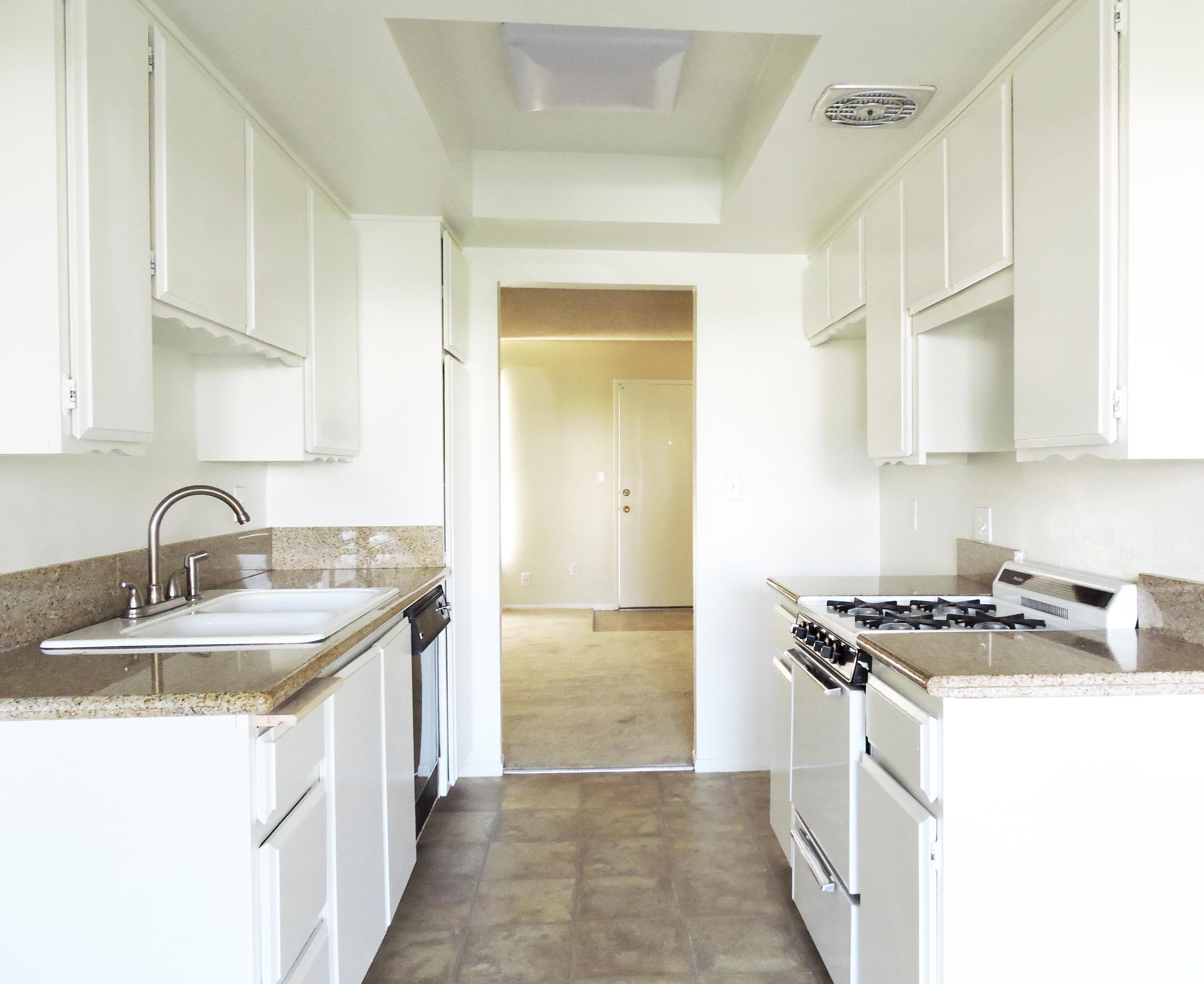 daisy kitchen3.jpg