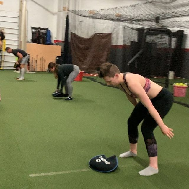 💣💥LIGHT IT UP💥💣 #trainempyrean @carlthe_trainer @th3_icon ⚔️ Group Sandbell Slams sound like bombs are exploding! We incorporated this exercise with Lateral Jump Over Burpees and Weighted Pushups/Planks after our 8-exercise strength circuit to rev our workout intensity to the MAX. #max #allthewayup #themost ‼️ Short bursts of total-body exercises like these after weight training can increase fat burn post workout, cardiovascular efficiency and muscle endurance! If it was easy, everyone would do it. The truth is the hard route is the shortcut to all your goals. #fcukfear #fcukcomfort #onlythestrongsurvive 🦁 Big shoutout to Taryn rocking that sports bra - YOU GO GIRL! All your hard work is paying dividends; look at those abs! #yassqueen #feelyourself #confidence 👀 #empyrea #fitness #fit #fitnesslife #fitlife #fitgirl #fitgirls #training #trainhard #workhard #sweat #beastmode #sandbell #fitnessmotivation #motivation #inspiration #fitspo #trainer #plank #power