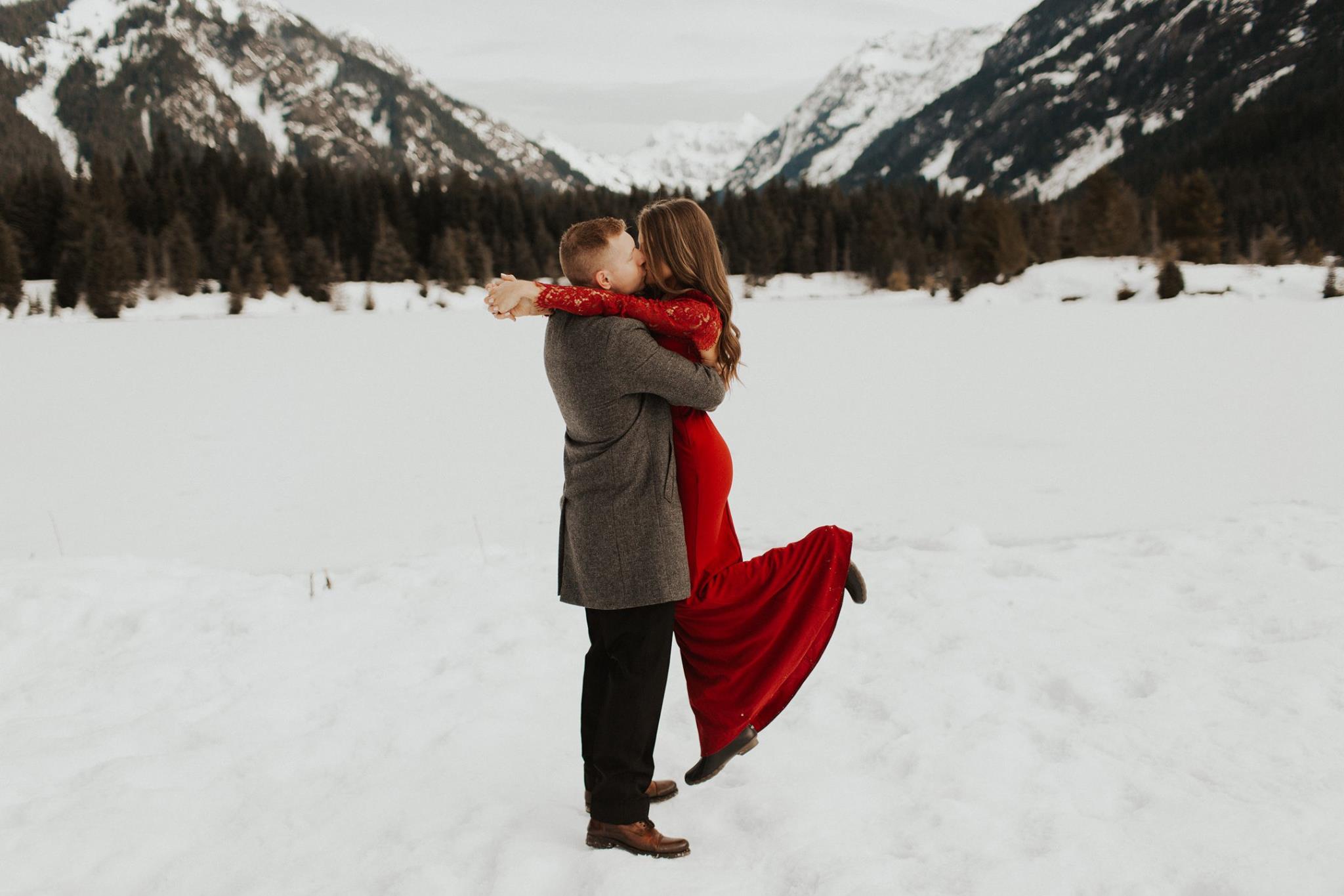 Kat + John   Snowy PNW Engagement