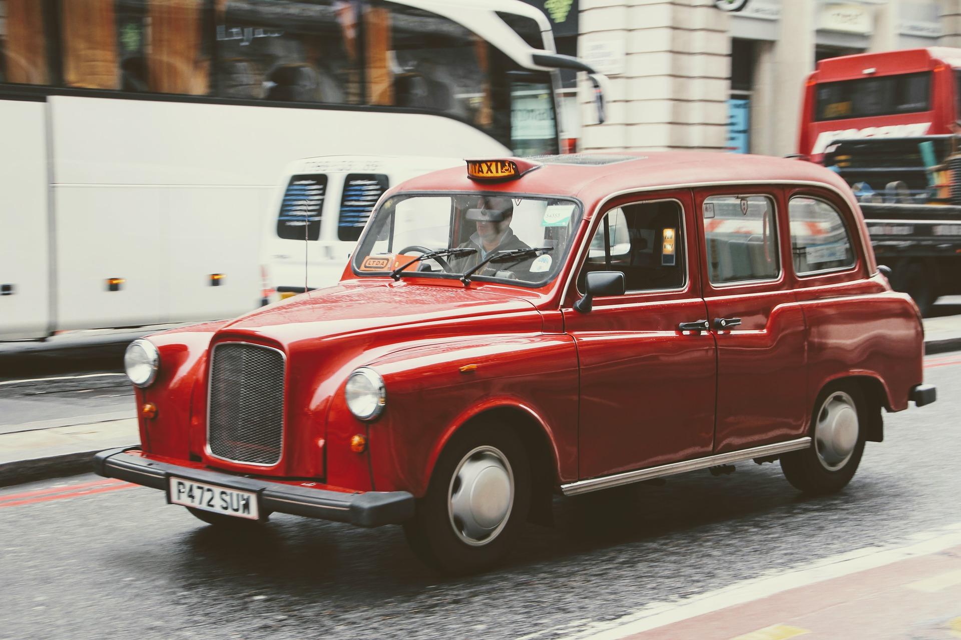 taxi-1932107_1920.jpg