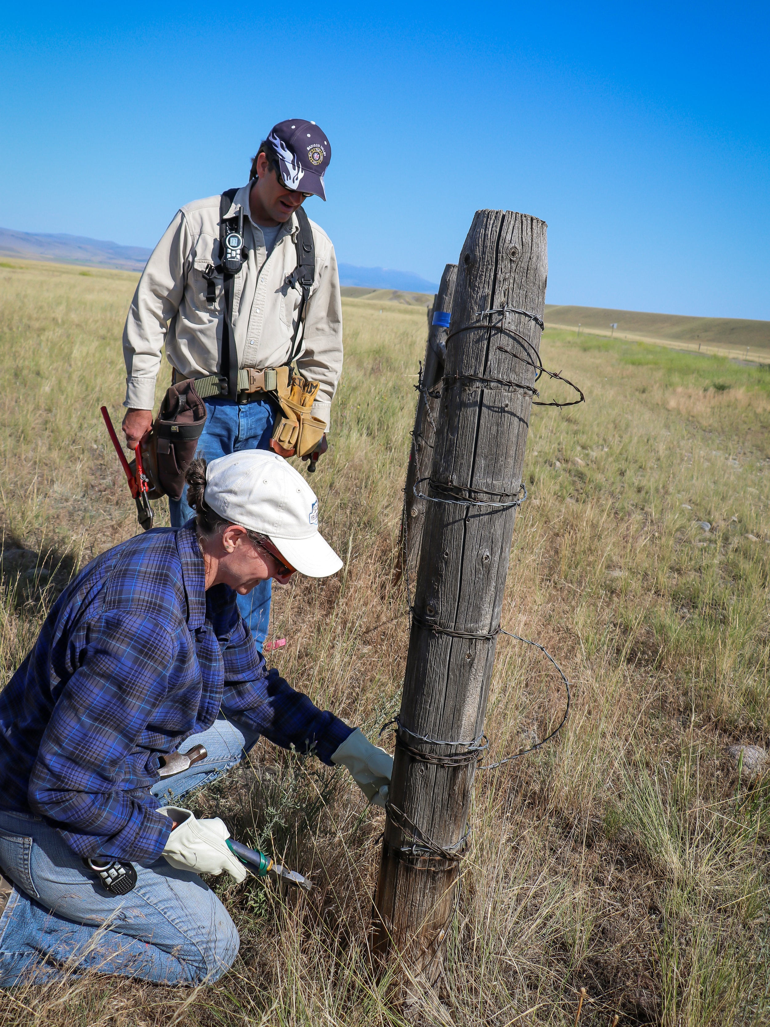 GYC's Darcie Warden and independent contractor Steve Primm work a particularly tough fence section. (Photo GYC/Emmy Reed.)