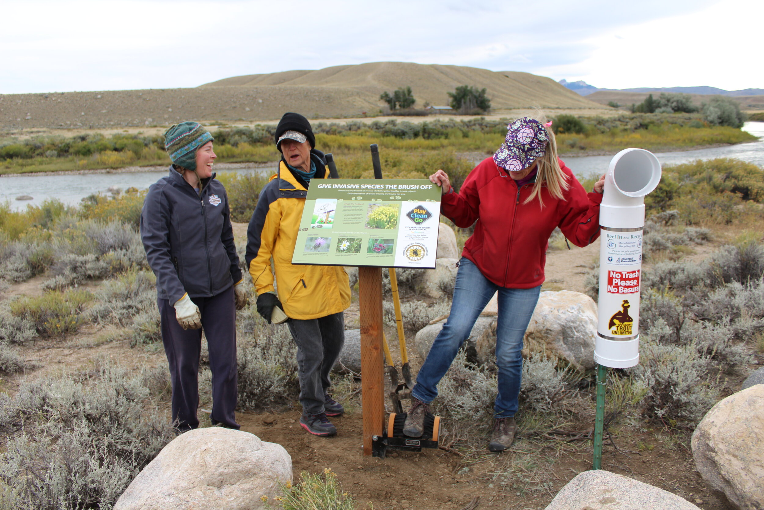 Volunteers celebrate Wyoming's Public Lands Day by installing an invasive plant information sign and boot brush. (Photo GYC/Emily Reed.)
