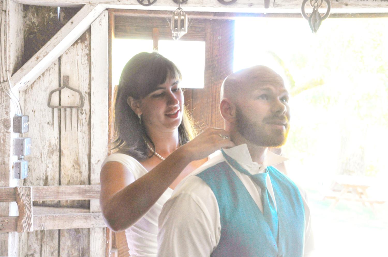 18. Weddings--Bride--Groom-Collar_Carly-Carpenter.jpg