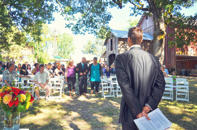 18. Weddings-Minister-Ceremony_Carly-Carpenter.jpg