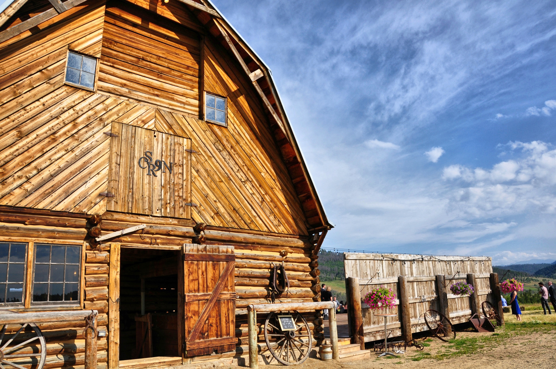 21. Weddings-Strawberry-Creek-Ranch-Barn_Carly-Carpenter.jpg