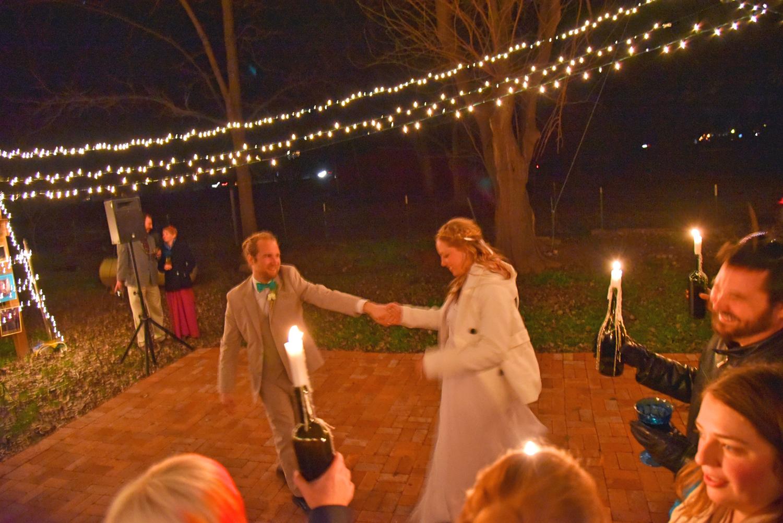 Weddings-Arizona-Bride-Groom-First-Dance_Carly-Carpenter.jpg