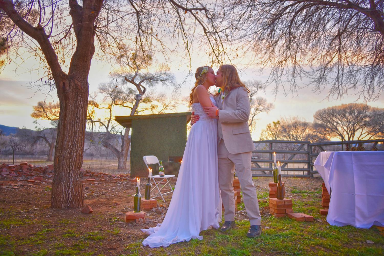 Weddings-Arizona-Bride-Groom-Sunset-Kiss_Carly-Carpenter.jpg