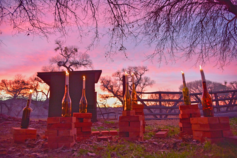 Weddings-Arizona-Wine-Bottle-Candles-Sunset_Carly-Carpenter.jpg