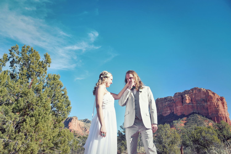 Weddings-Sedona-Wedding-Bell-Rock-Arizona-Bride-Groom-Kiss_Carly-Carpenter.jpg