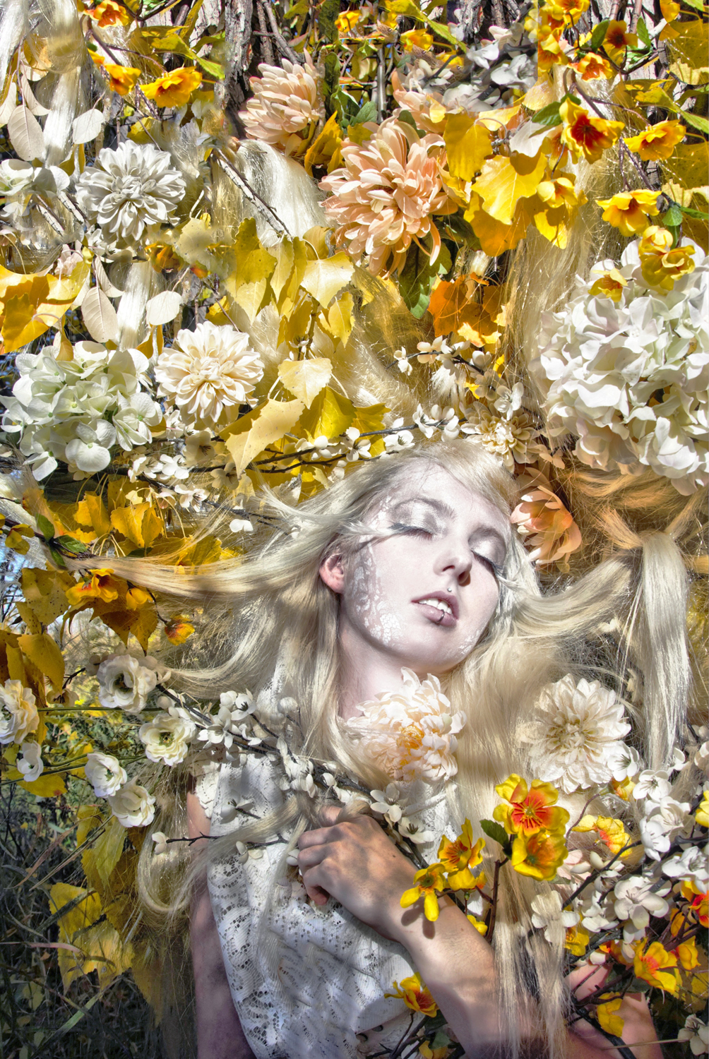 Light-Sleeps-in-the-Flowers-Chiaroscuro-Fairytale-Floral-Design_Carly-Carpenter.jpg