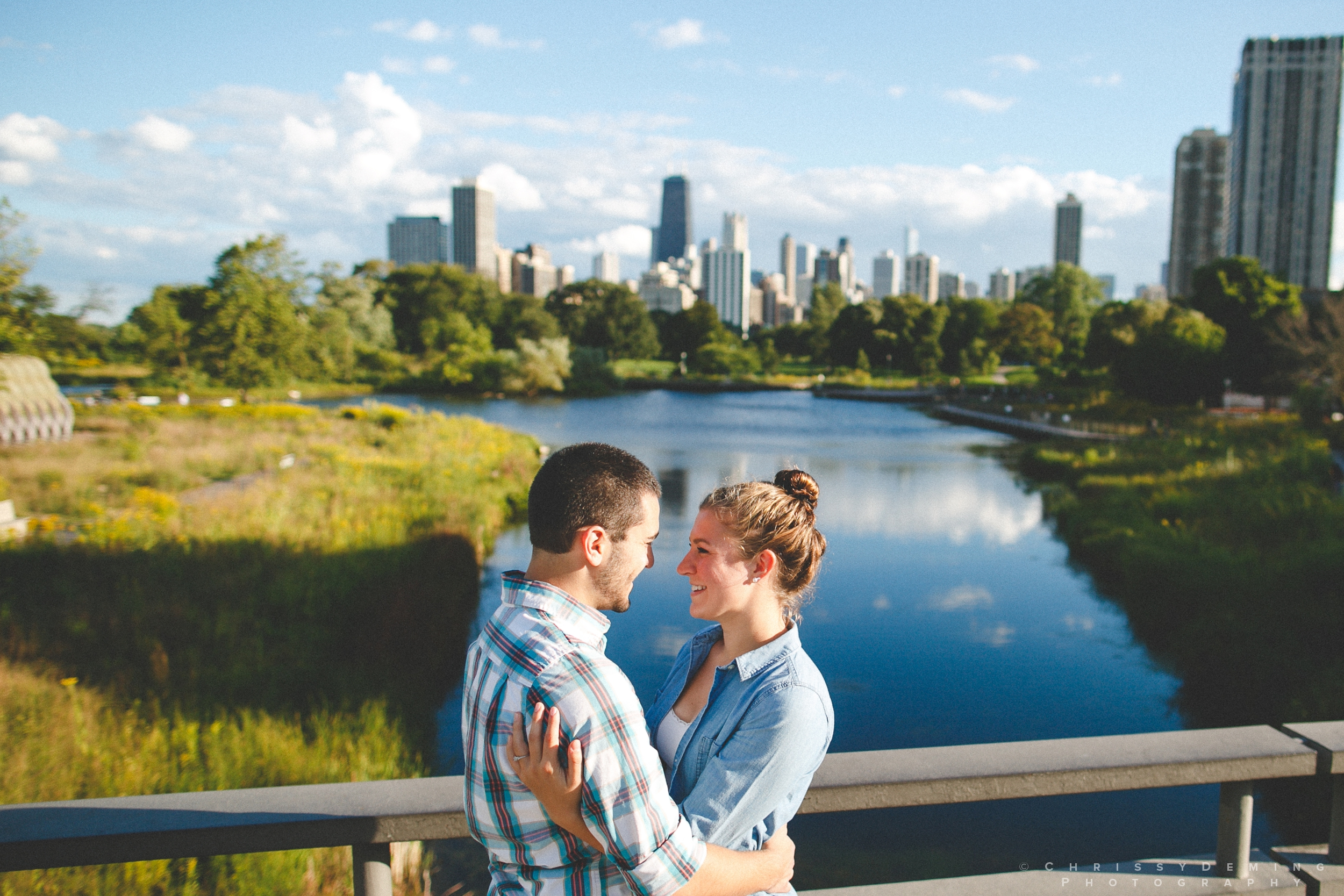 chicago_oakstreetbeach_lincolnpark_engagement_photography_0003.jpg